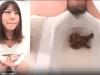 おならして照れ笑いwww全角度から女性の排泄姿を撮影している作品がエゲつない!!!