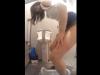 【激しい排尿音】可愛い娘がスマホをイジりながら大便を出している姿(トイレ盗撮動画)