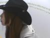 【やる気満々な帽子】絞り出すように脱糞するカウガール(動画)